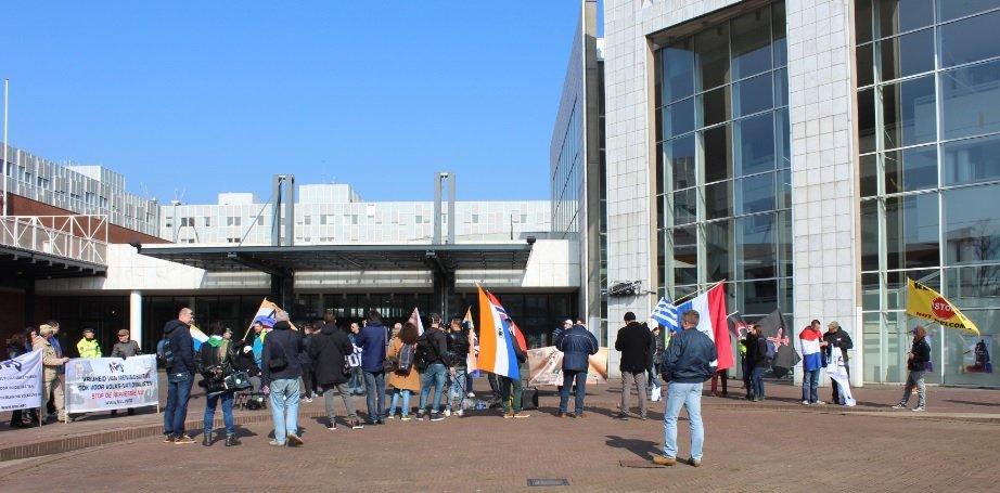 Amsterdam, le scampagnate neonazi e i partiti condominiali